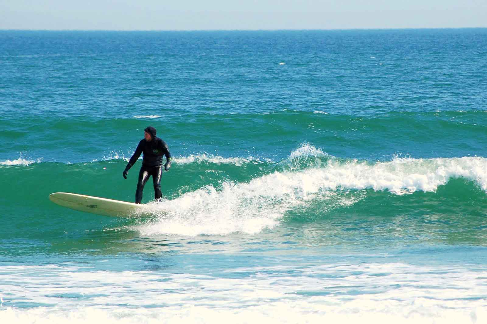 25 Useful Tips for Beginner Surfers