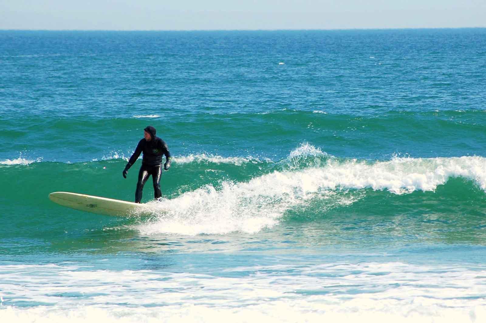 25 Useful Tips for Beginner Surfers