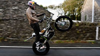 Lampkin first to wheelie entire Isle of Man TT course
