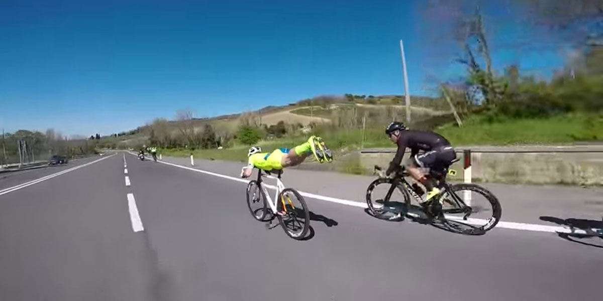 Cyclist adopts 'superman' position to speed past his competitors