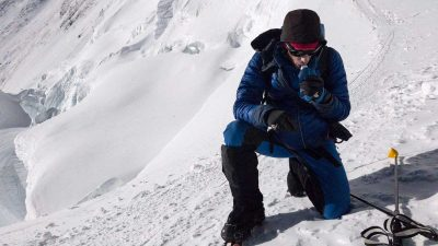 Spanish mountaineer breaks Everest ascent record following reports that Hillary Step has collapsed