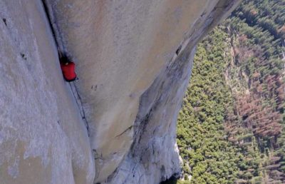 See the first video of the most dangerous rope-free climb ever