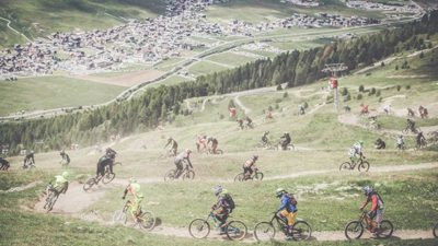 What happens when you unleash a thousand mountain bikers onto a trail in the Italian Alps [Video]