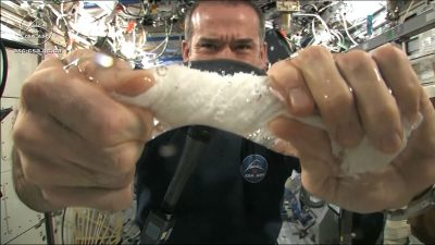 Something incredible happens when you wring out a wet towel in space [Video]
