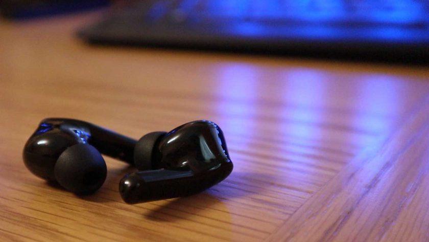 Zendure ZenPods in black with a stylish gloss finish.