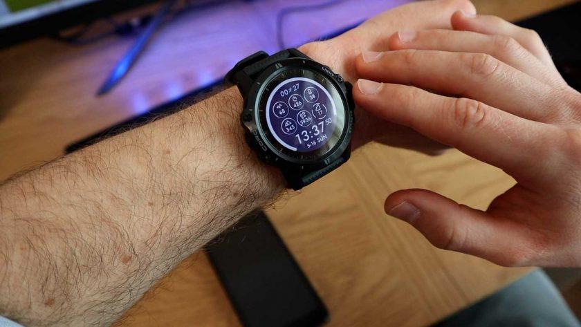 Using the digital dial to navigate menus on the Coros Vertix